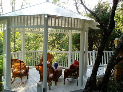 Creating a Functional Outdoor Room with Vinyl