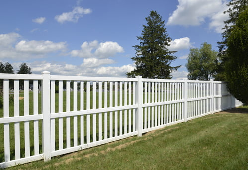 Using Vinyl Picket Fence for Your Yard or Garden
